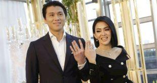 Nyoblos Pertama Bareng Suami, Syahrini Datang Dengan Kaki Terluka – KapanLagi.com