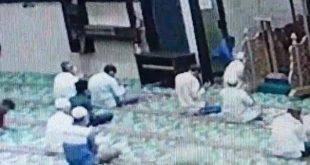 Viral Video Ustaz Ditusuk Pemuda Saat Pimpin Zikir di Masjid, Tapi Gagal Pisau Pelaku Bengkok – Kompas TV